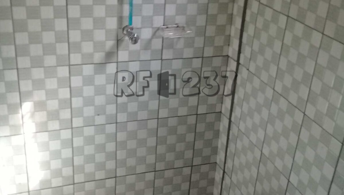 self-contained-toilet-roomfinder237_comp